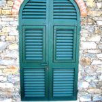 particolare facciata finestre